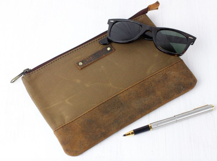 The canvas & leather pouch has been designed to act as a multi-purpose pouch for men and women.  You can use this really useful zipped pouch as a travel accessory, pencil case, pouch, cosmetic bag, toiletry bag, dopp kit and more! #gift #giftguide #accessory #leather #vintage