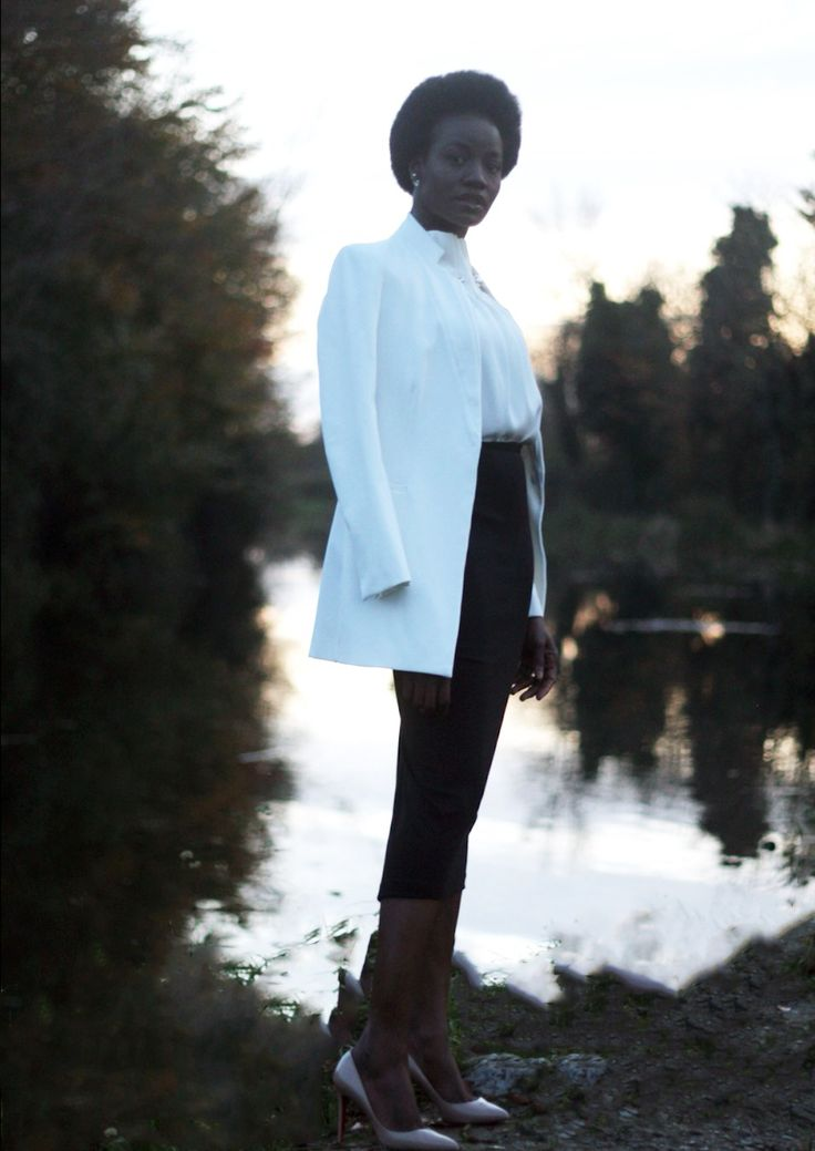 Y'all know how much I love my white blouses BUT what differentiates a white blouse from another is the details on it. Today, I bring you this simple but super chic blouse for work and …