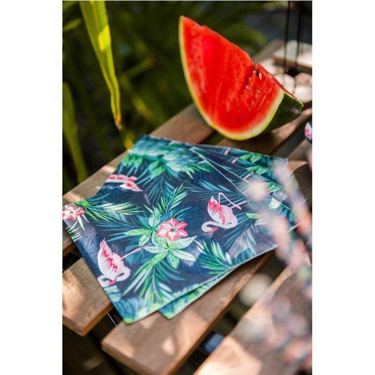 Ces serviettes 3 plis à l'allure tropicale auront le vent en poupe lors de vos soirées !