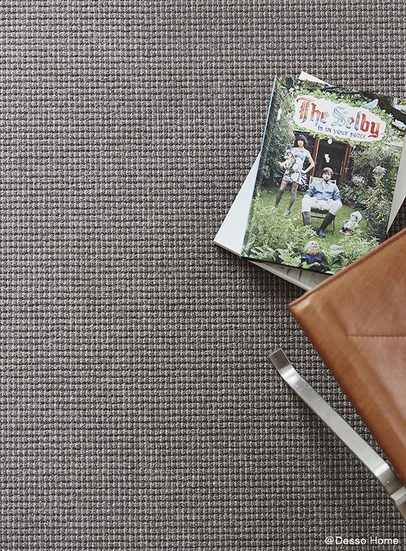 Tapijt in aardse kleuren en met stoere ribbel structuur voor een moderne #vloer. Desso Studio Nature