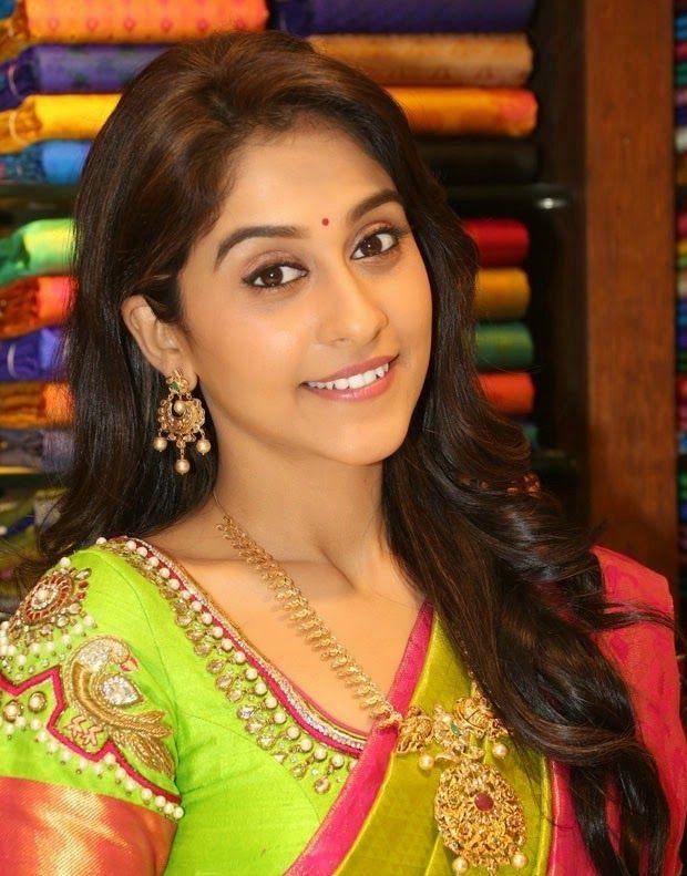 http://actress.name/regina-cassandra-in-traditional-saree-launches-at-chennai-shopping-mall-photos