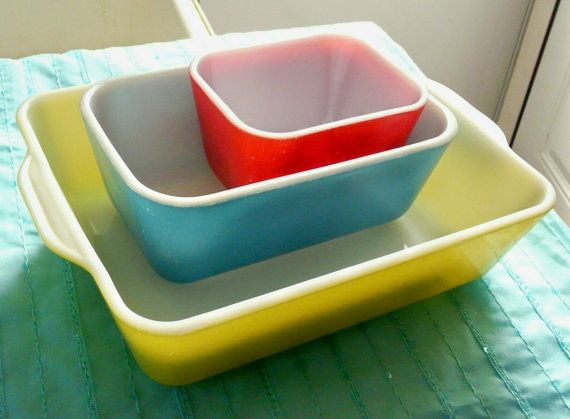 I have these! Thinking of going towards a retro kitchen, though this refrigerator set is supposed to have 2 small red dishes.