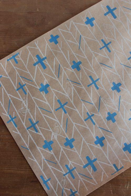 石坂しづか 包装紙「ヘリンボンの森(ブルー)」