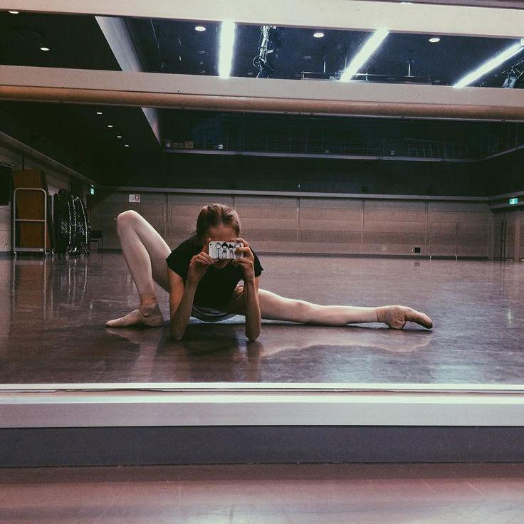 во тьме ночной, при свете дня, станки и залы вижу я ____________________________________ #spb #saintpetersburg #ballet #study #student #winter #february #japan #japantour #vba #vbatour #vaganovaphoto #vaganovaballet #vaganovaballetacademy #dance