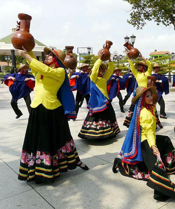 Baile típico de danza occidental de Venezuela. Representa la Zona de los Andes Venezolanos.