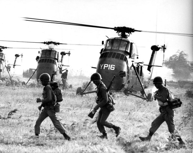 best the vietnam war images a larry burrows photograph from vietnam 1965 not published in the original