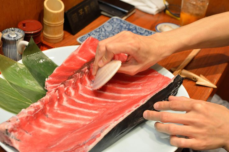 For all the tuna lovers out there, this place is for you! In Tokyo, there is a restaurant where you can scrape the tuna meat off the ribs with a shell!