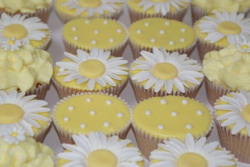 Yellow daisy cupcakes