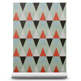 Het stijlvolle behang Nova Mist van ISAK heeft een lieflijk harlekijn patroon, het design heeft een retro tint.