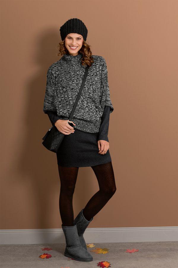 Der Strickpullover hat einen breiten Rollkragen und passt bestens zu lockeren wie eleganten Outfits.