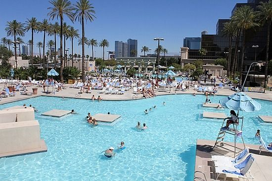 Luxor pool la la las vegas pinterest luxor for Pool show las vegas november