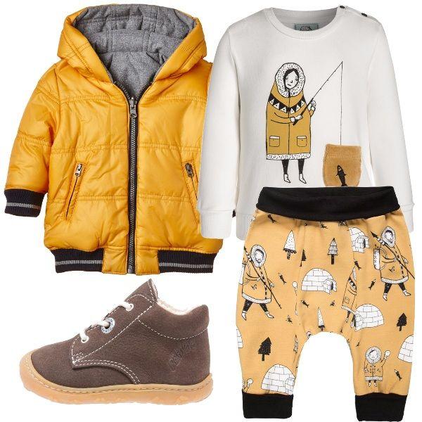 Felpa e pantaloni sostenibili per questo outfit dalle stampe invernali ambientate al Polo Nord: un esquimese a pesca campeggia sulla felpa e i pantaloni sono tempestati di igloo. Un bel giallo senape per il cappottino imbottito, e scarpette marroni in pelle completano l'abbigliamento.