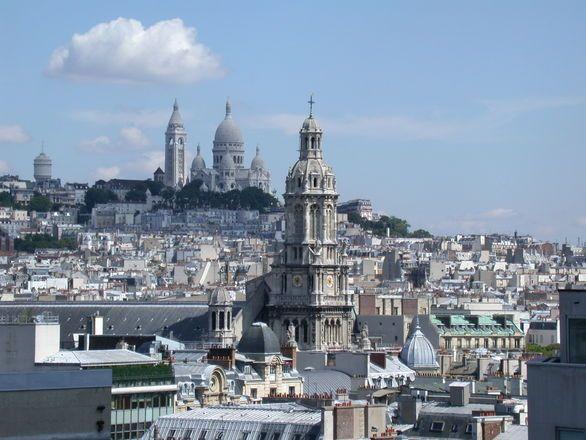 Wzgórze Montmartre to część Paryża z artystyczną duszą. Zobacz co warto zobaczyć w tym miejscu, gdzie zajrzeć. Najważniejsze zabytki oraz ciekawe miejscówki