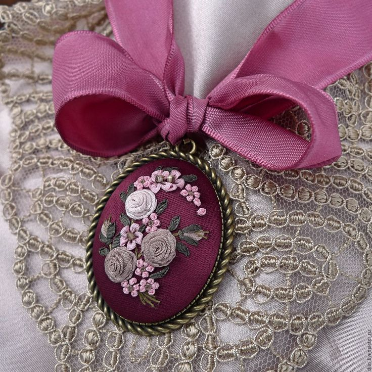 Купить Вышитый лентами кулон Опьяняющая вишня - бордовый, марсала, вышитый кулон, винтажное украшение