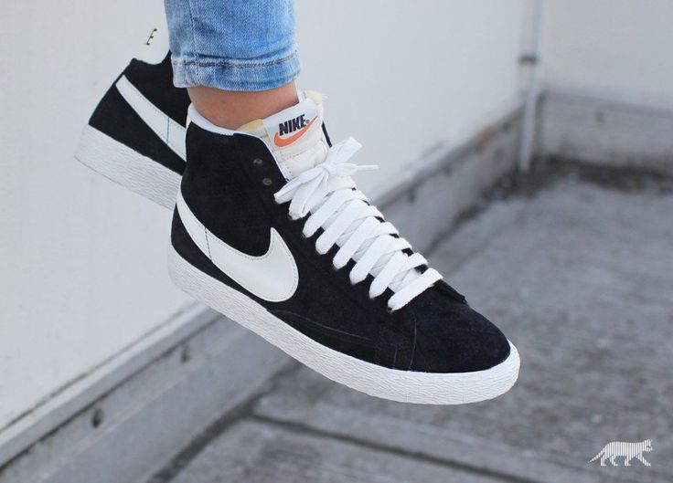 best 25 black nikes ideas on pinterest nike shoes shoe. Black Bedroom Furniture Sets. Home Design Ideas