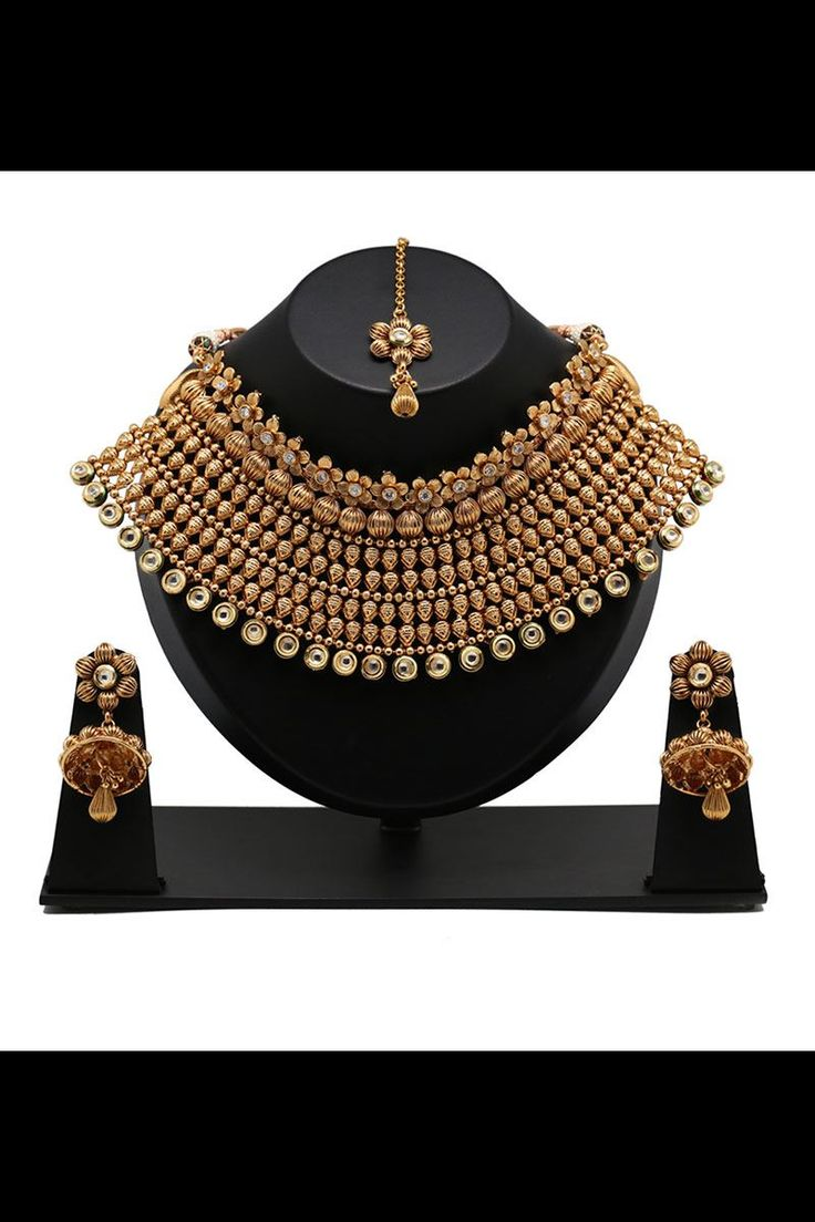 Show details for Amazing bridal wear necklace set in gold color