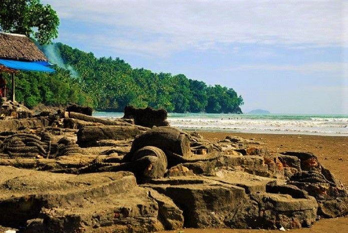 Wisata Pantai Malin Kundang Legenda Anak Durhaka