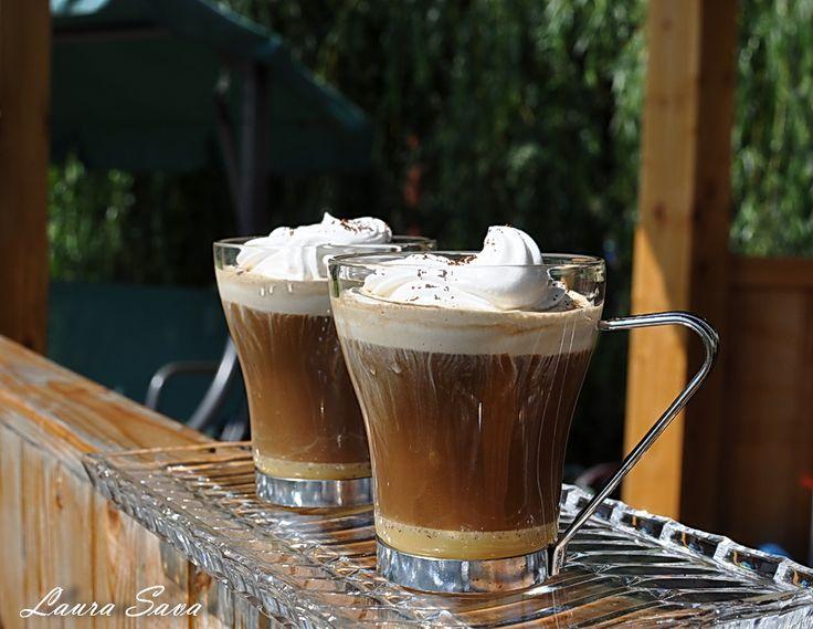 Cafea algeriana, cu lichior de oua