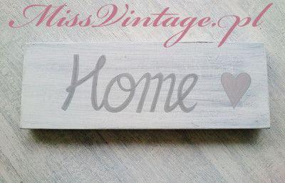 Tabliczka dekoracyjna, deseczka z napisem Home.   Ręcznie malowana, tabliczka dekoracyjna wykonana ze sklejki brzozowej w stylu shabby chic. Tabliczka idealnie nadaje się jako ozdoba pokoju, kuchni lub jadalni, można postawić ją na półce lub powiesić na ścianie. Hanmade wood sign.