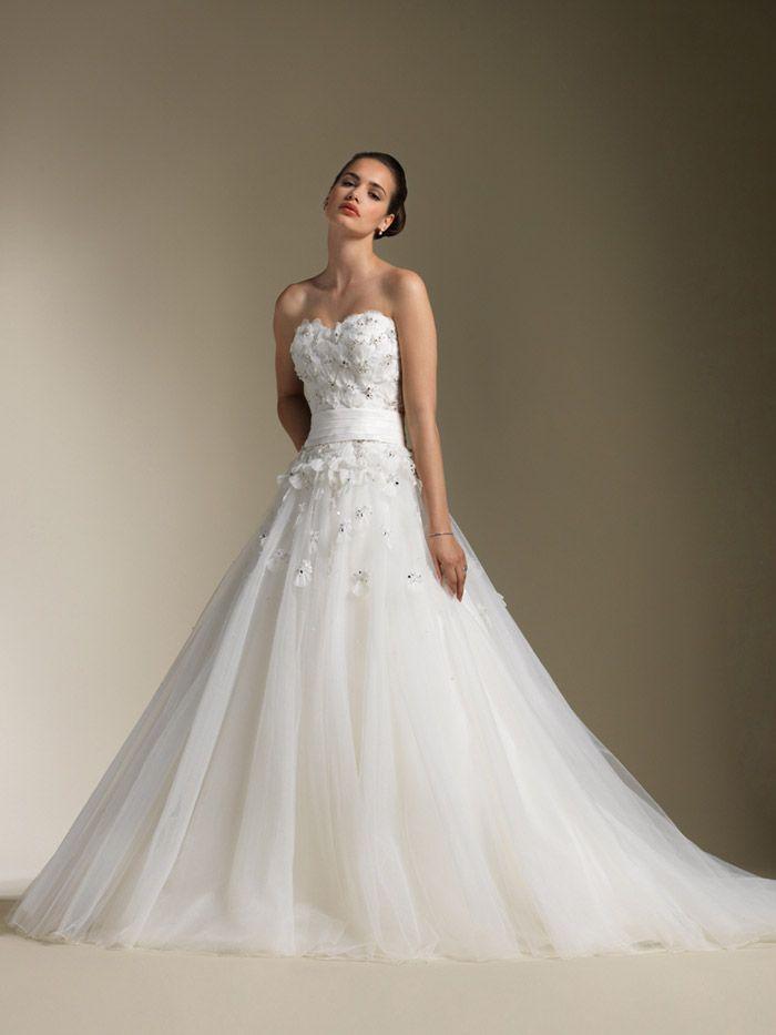 Chic Strapless Sweetheart Ballroom Wedding Dress With Full Tulle Skirt
