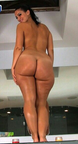 real hooters girl nude