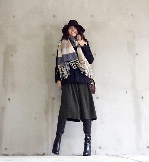 マフラーで明るさを出して  出典:https://jp.pinterest.com/ ネイビー系のコートにチャコールグレーのガウチョパンツ、ブラックの帽子とブーツと、ダークテイストなコーデをオフホワイトやベージュが入ったマフラーで華やかに。 履き心地がたまらないガウチョパンツで大人可愛いを目指しちゃえ! - Yahoo! BEAUTY