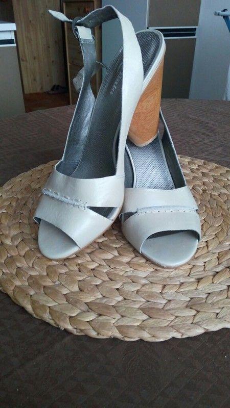 Nové letní sandály Baťa včetně krabice