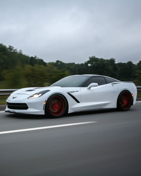 Mind blowing 2014 Chevrolet Corvette Stingray...with a MASSIVE 700 HP Twin Turbo C7! #windscreen www.windblox.com/