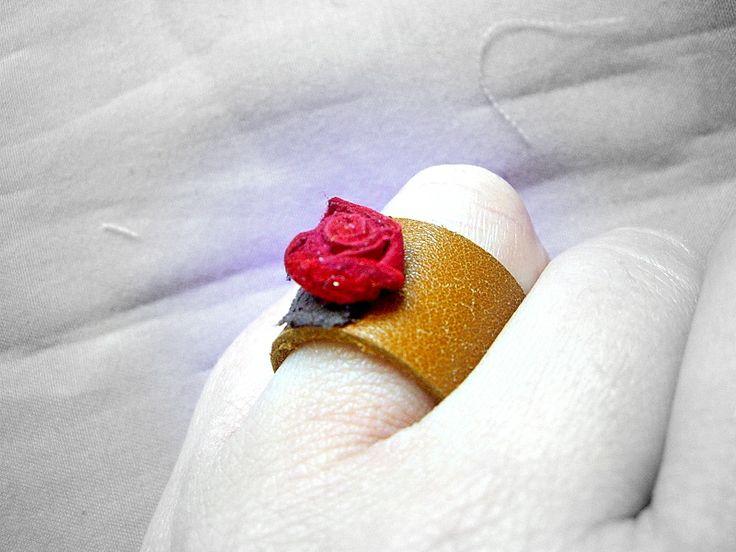 Anello realizzato con scarti di pelle e cuoio http://serendipityofficinadelleidee.blogspot.it/