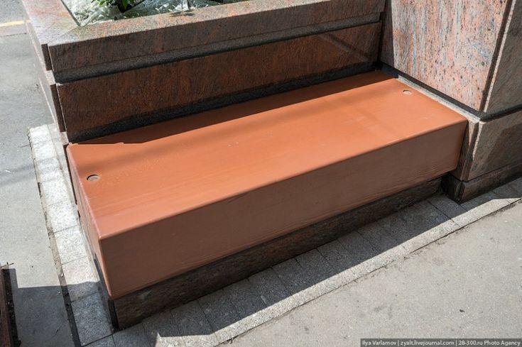 """Цена вот этой скамейки – 113 тыс. руб. без НДС и 133, включая НДС; учитываем, что """"спинка"""" к скамейке не относится, это часть контейнера для дерева"""