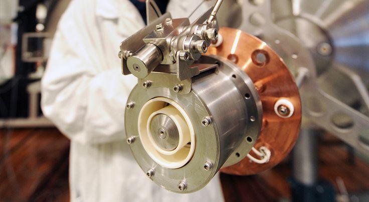 Czy wynalazek dr. Jacka Kurzyny wyprze tradycyjne silniki rakietowe?  * * * * * * www.polskieradio.pl YOU TUBE www.youtube.com/user/polskieradiopl FACEBOOK www.facebook.com/polskieradiopl?ref=hl INSTAGRAM www.instagram.com/polskieradio