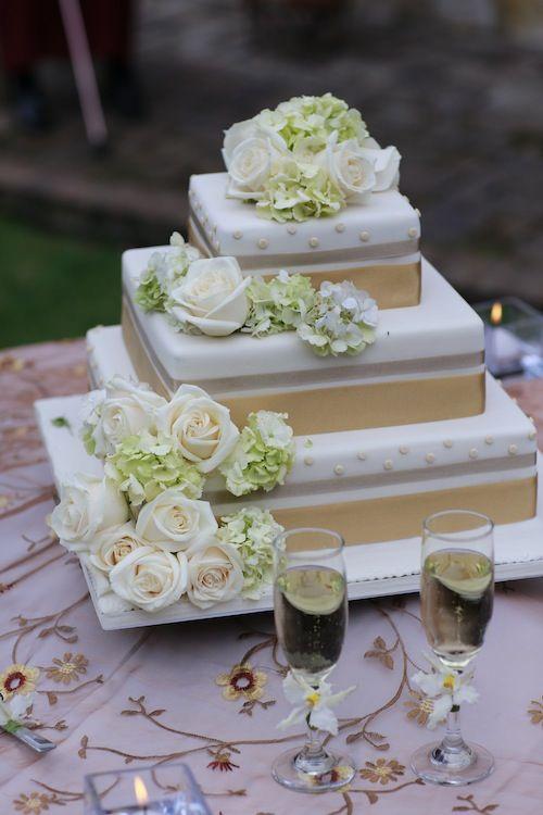 Classic wedding cake & white roses