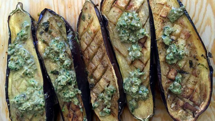 Bakt aubergine med salsa verde