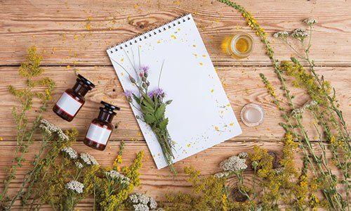 香りの強さとブレンド 精油は種類によって、香りの強さが異なります。一滴だけでとても強い香りのものは、ブレンドの…