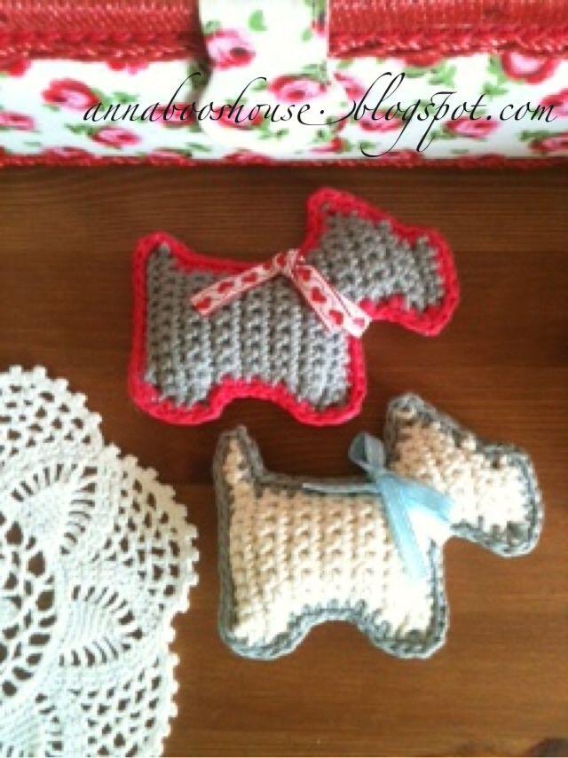 Annaboos house freebie pattern for doggy sachet, marvellous! thanks so xox ☆ ★   https://www.pinterest.com/peacefuldoves/