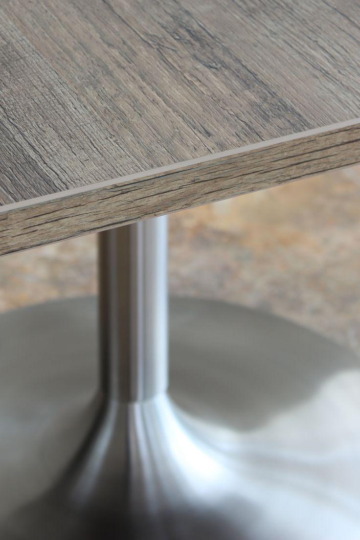 Detalle del espesor de la superficie de la mesa tipo pedestal