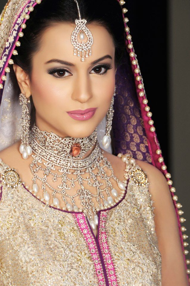 Light Rosy Makeup Look: The Indian Bride in the picture above has Luminous Complexion that is well highlighted and instead of any other colors, ...