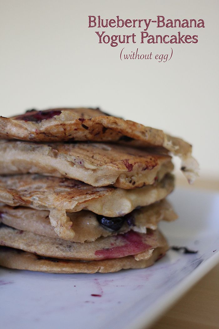 Recipe for blueberry-banana yogurt pancakes made without eggs and milk for babies with allergies #babyledweaning