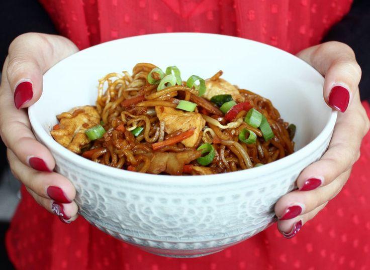 Hallo Ihr Lieben ❤️ Heute gibt es asiatische Nudeln  Ein leckeres und unkompliziertes Mittagessen, dass bei uns sehr gerne auf den Tisch kommt. Sie eignen sich auch wunderbar zum Verbrauchen von G…