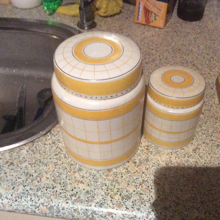 My yellow Cottage Green storage containers. My desire to own in the other colour ways ❤️