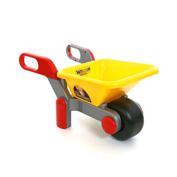 Help een handje mee in de tuin met deze stevige kruiwagen van Wader. Laad de bak vol met zand, tuingereedschap of speelgoed en sjouw ze door de tuin. Dankzij het brede wiel voor en de stevige poten staat de kruiwagen extra stabiel. De kruiwagen is gemaakt van stevig kunststof in heldere kleuren. Afmeting: 64 x 34 x 32 cm - Polesie Kruiwagen