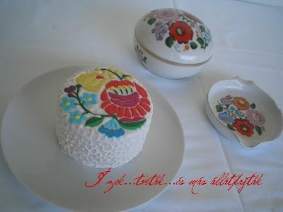 Ízek...torták...és más állatfajták: Kalocsai hímzéses torta + brush embroidery próbálkozás = bronzérem