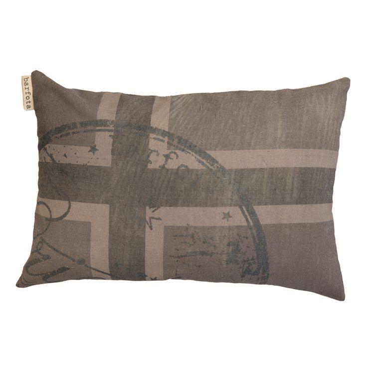 Flag Pillow Grey fra Barfota. Bestill den hos oss: https://www.krogh-design.no/interior/puter/