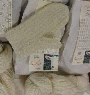 Lokalt ullgarn, laget av lykkelige sauer i Lofoten og nordnorge forøvrig. Kortrest, bærekraftig , super kvalitets ull