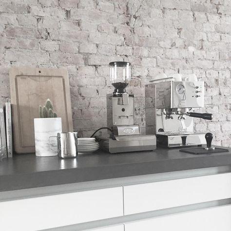 Good to be home #vsco #holidays #snowboarding #home #kitchen #loft #interiordesign #modern #coffee #homebarista #quickmill #espressomachine #vscocam