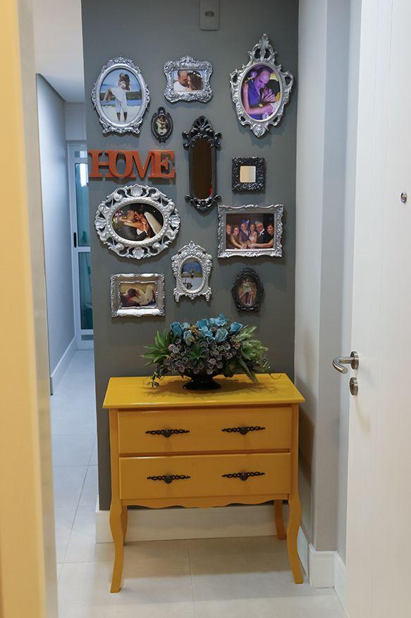 Apartamento pequeno com soluções criativas para ampliar espaços