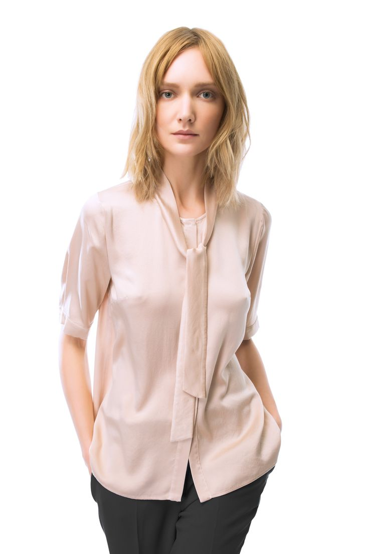 Short sleeves blouse in satin silk. #lautrechose #fashion #ss15 #trend #workwardrobe #outfit #officestyle #blouse #shirt #apparel