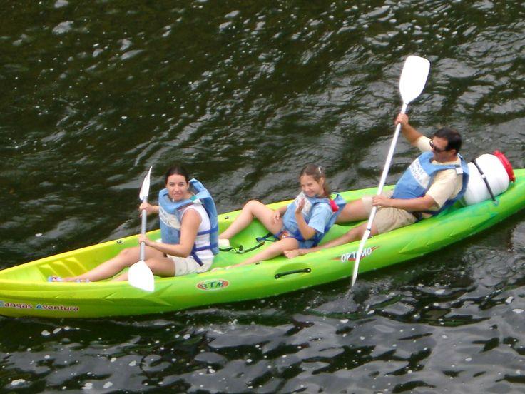 ¿Se puede bajar el sella en canoa con niños? Pues claro que sí. Como siempre, para bajar el sella con profesionales tienes que ir con #CangasAventura  #DescensoDelSellaConNiños