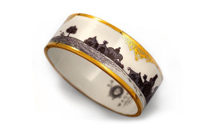 Porcelain bracelet with gold or platinum, by Wagner.