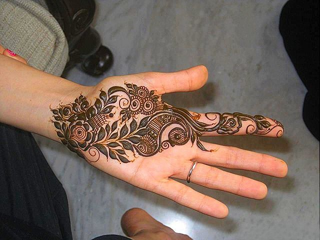 If you are interested in mehndi and you want to put the mehndi paste on your hands. Here, you can find best mehndi patterns for your inspiration.